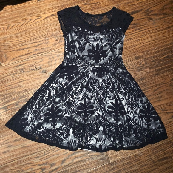Other - 👗Girls lace overlay dress